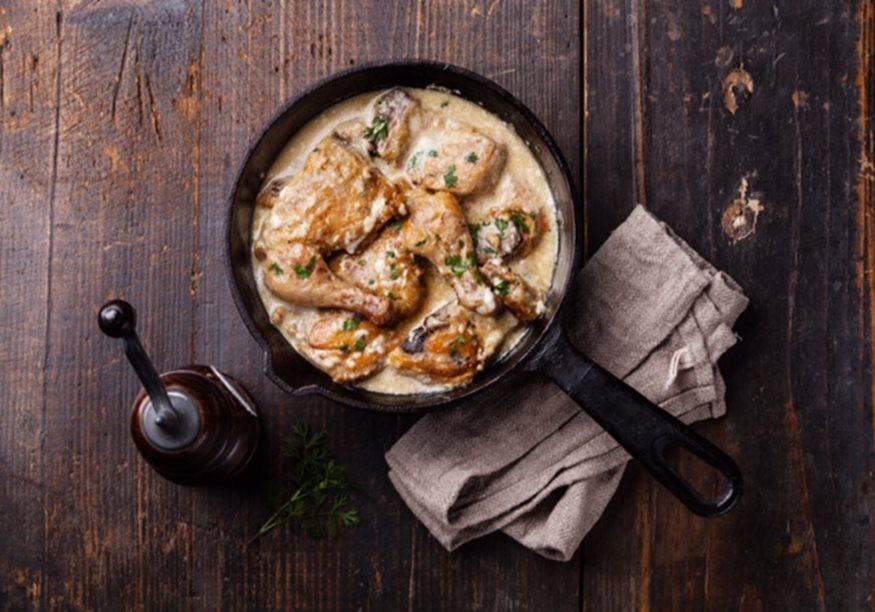 Κοτόπουλο με σάλτσα σκόρδου και γλυκό κρασί