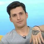 Πάνος Τόγιας: Αποκαλύπτει τι σημαίνει το τατουάζ – πεταλούδα που έχει στο χέρι του!