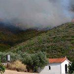 Μεγάλη φωτιά κοντά στην Μονή Καρακαλά (εικόνες)