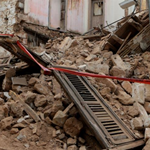 Κατέρρευσε σπίτι στην Ερμού από τον σεισμό!