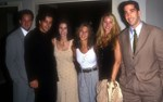 Κόρτνεϊ Κοξ: Η άγνωστη φωτογραφία που δημοσίευσε από τα Φιλαράκια πριν καν ξεκινήσει η σειρά
