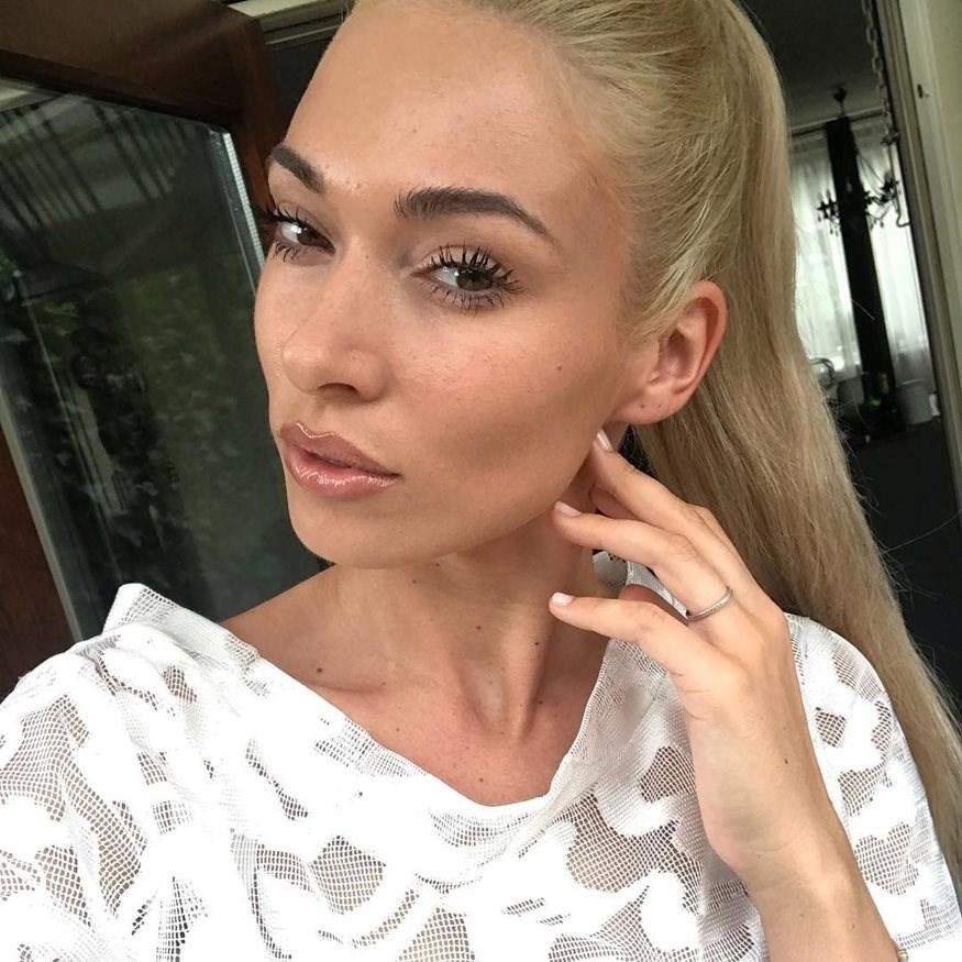 Μικαέλα Φωτιάδη: Ποζάρει με διαφορετικό hairlook