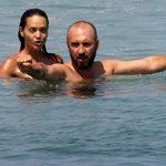 Καρρά: Τρυφερές στιγμές με το σύζυγό της στην παραλία!