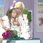 Γενέθλια για τη Ζήνα Κουτσελίνη: Η εντυπωσιακή τούρτα έκπληξη και η on air εμφάνιση της κόρης της
