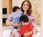Ελένη Καρποντίνη: Ποζάρει με τον 2,5 ετών γιο της στο σαλόνι του σπιτιού τους