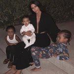 Κιμ Καρντάσιαν: Φωτογραφίζει τα παιδιά της ενώ περιμένουν το μικρότερο αδερφάκι τους