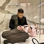 Γιάννης Βαρδής: Ποζάρει με την κόρη του στα παρασκήνια φωτογράφισης-Δείτε τα τρυφερά στιγμιότυπα