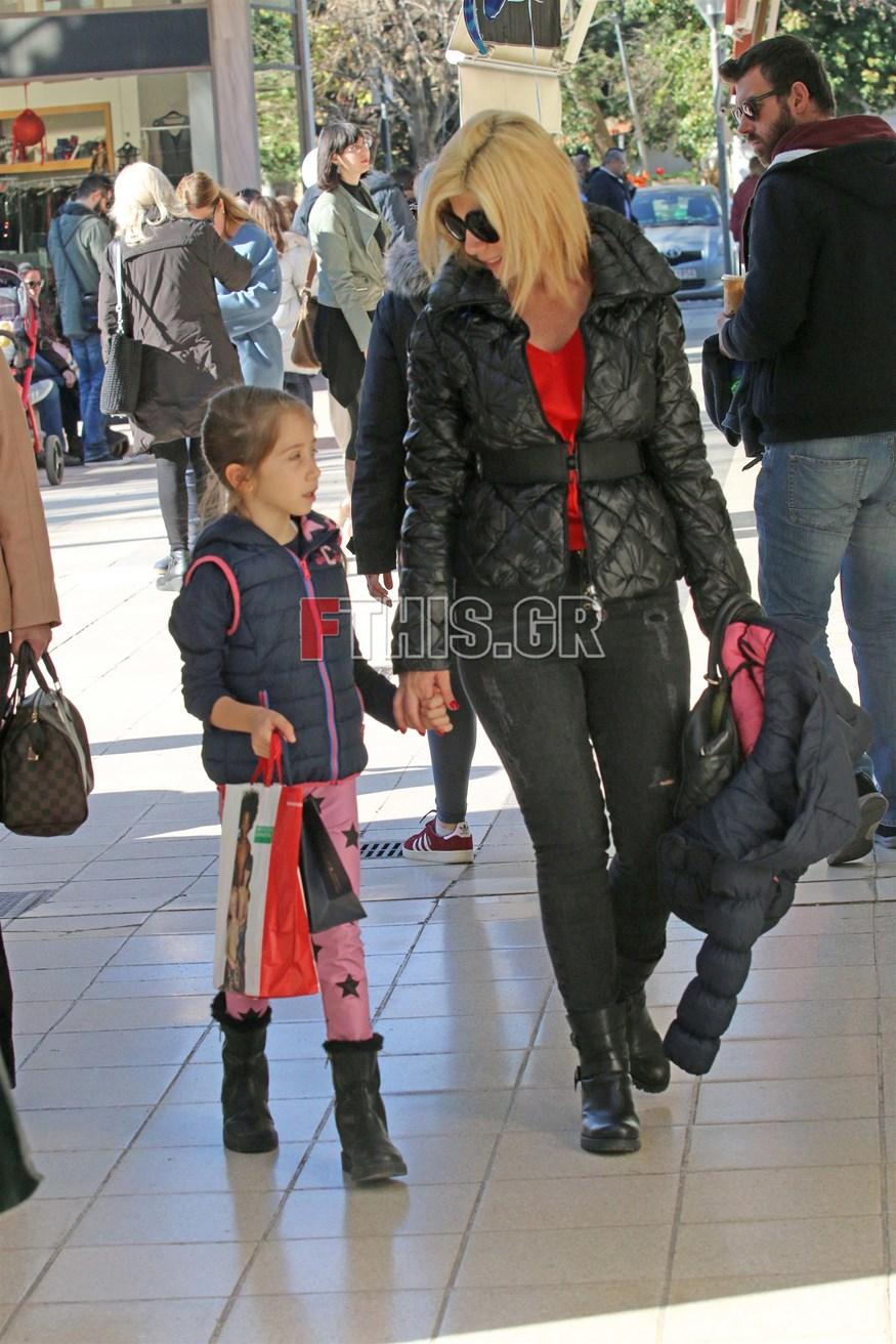 Ζήνα Κουτσελίνη: Στο κέντρο της Κηφισιάς με την κόρη της, Έμμα!