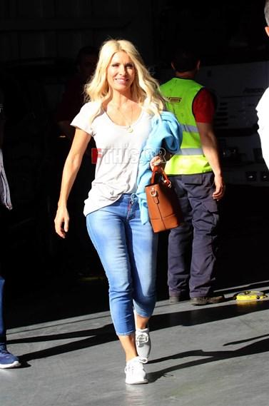 Paparazzi: Η Ελένη Μενεγάκη στο Λιμάνι για την Άνδρο!