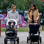 Ελεονώρα Μελέτη-Φλορίντα Πετρουτσέλι: Χαλαρή βόλτα με τις κόρες τους