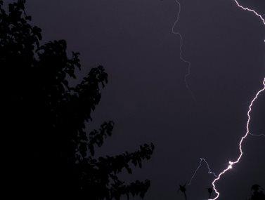 Καιρός: Συννεφιά με ισχυρές βροχές και καταιγίδες σήμερα Κυριακή