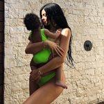 Κάιλι Τζένερ: Φτιάχνει τα μαλλιά της ενός έτους κόρης της και ρίχνει το Instagram