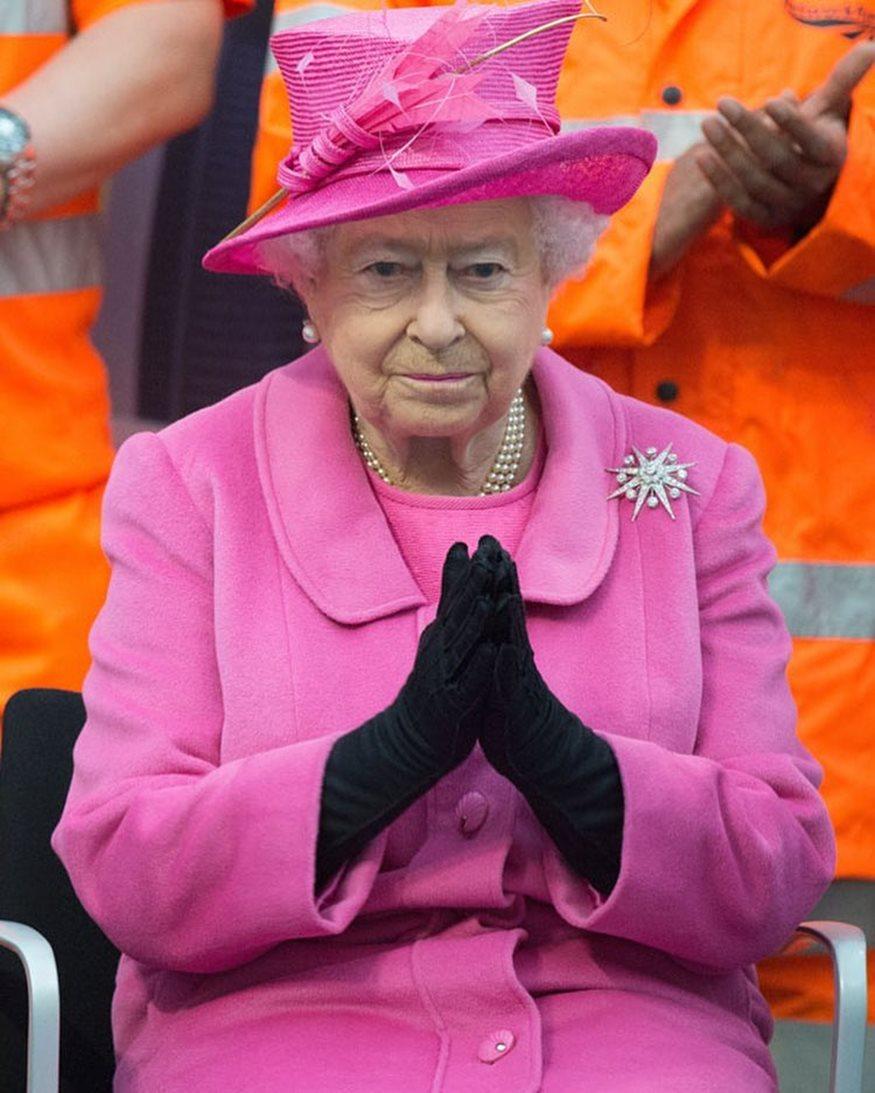 Η Βασίλισσα Ελισσάβετ ψάχνει για νέο social media manager-Μάθετε το μισθό