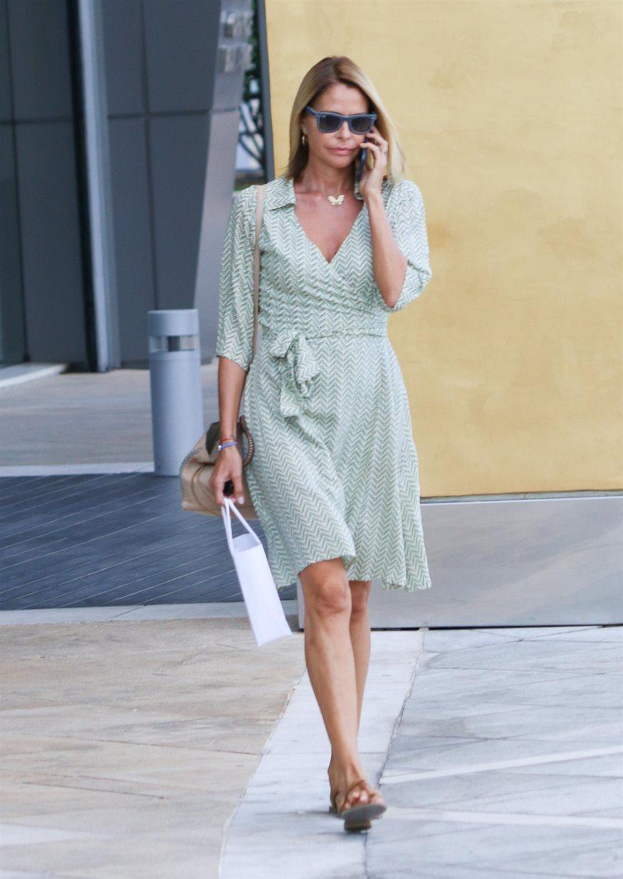 be39c5f74f1 Τζένη Μπαλατσινού: Μας δείχνει τα νυφικά της παπούτσια! | fthis.gr