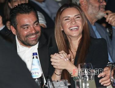 Full in love: Δείτε την Ελένη Τσολάκη σε νυχτερινή έξοδο με τον σύζυγό της