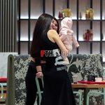 Paparazzi: Η Ήβη Αδάμου σε έξοδο με την αδερφή της και την πέντε μηνών κορούλα της