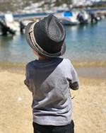 Γνωστή Ελληνίδα φωτογραφίζει τον πεντάχρονο γιο της στη Μύκονο