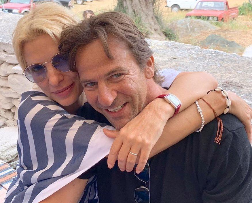 Αποκλειστικό! Ελένη Μενεγάκη - Μάκης Παντζόπουλος: Χεράκι-χεράκι στα σοκάκια της Μυκόνου