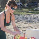 Paparazzi! Βίκυ Χατζηβασιλείου: Για beach volley στη Θεσσαλονίκη
