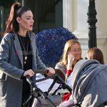 Paparazzi: Η Ήβη Αδάμου σε έξοδο με την δέκα μηνών κορούλα της