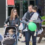 Ελένη Καρποντίνη – Βασίλης Λιάτσος: Ο ενός έτους γιος τους ξεκίνησε να περπατάει!