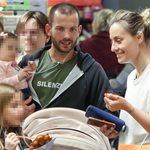 Ελεονώρα Μελέτη – Θοδωρής Μαροσούλης: Για ψώνια με την ενός έτους κόρη τους!