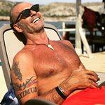 Πέτρος Κωστόπουλος: Δείτε τι είδους γυμναστική κάνει στην παραλία