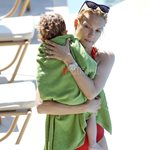 Paparazzi! Βίκυ Καγιά: Μαζί με τα παιδιά της στη Βουλιαγμένη