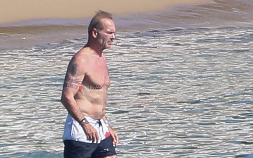 Paparazzi! Πέτρος Κωστόπουλος: Βουτιές σε παραλία της Αττικής