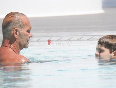Paparazzi! Πέτρος Κωστόπουλος: Με τον γιο του, Μάξιμο για μπάνιο στη Μύκονο