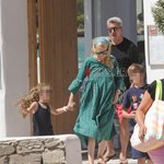 Paparazzi! Νίκος Χατζηνικολάου: Φωτογραφίες από τις οικογενειακές διακοπές του στην Πάρο