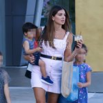 Paparazzi! Σταματίνα Τσιμτσιλή: Για ψώνια μαζί με τα παιδιά της στα Βόρεια Προάστια