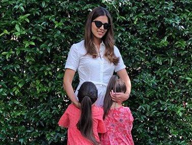 Σταματίνα Τσιμτσιλή: Στο γραφείο μαζί με τις κόρες της
