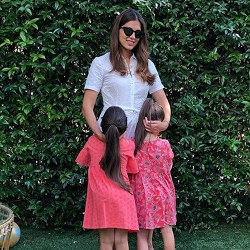 <span class=categorySpan colorGreen>Kids/</span>Σταματίνα Τσιμτσιλή: Στο γραφείο μαζί με τις κόρες της