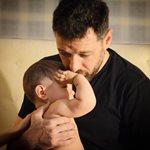 Μάνος Παπαγιάννης: Δημοσίευσε την πιο γλυκιά φωτογραφία με τον 1,5 ετών γιο του