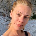 Ζέτα Μακρυπούλια: Ποζάρει με μαγιό και εντυπωσιάζει