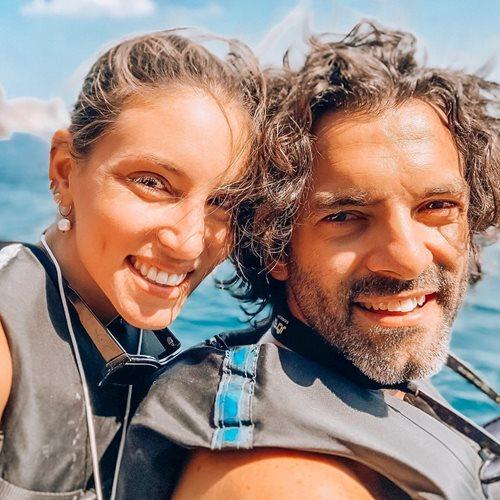 <span class=categorySpan colorPink>Romance/</span>Αθηνά Οικονομάκου: Η τρυφερή φωτογραφία με τον σύζυγό της