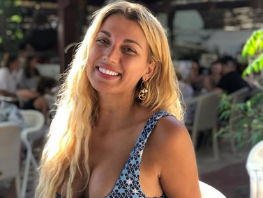 Νέο hair look για την Κωνσταντίνα Σπυροπούλου