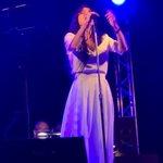 """Πάολα: Τραγούδησε Μίκη Θεοδωράκη στα """"Πρέσπεια"""" και αποθεώθηκε από το κοινό"""