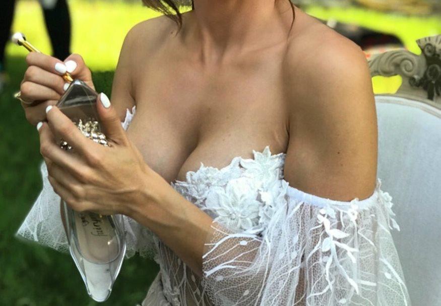 Γνωστή Ελληνίδα τραγουδίστρια μόλις παντρεύτηκε!