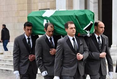 """Το τελευταίο """"αντίο"""" στον Θανάση Γιαννακόπουλο: Δείτε φωτογραφίες από την κηδεία"""
