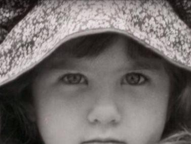 Δε φαντάζεστε ποια πασίγνωστη ηθοποιός είναι το κοριτσάκι της φωτογραφίας