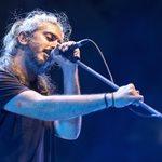 Γιάννης Χαρούλης: 9 + 1 φωτογραφίες από την μεγάλη του συναυλία στο θέατρο Βράχων!