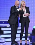 Ο Νίκος Μουτσινάς τραγουδάει Νατάσσα Μποφίλιου και η Ζέτα Μακρυπούλια τον τρολάρει δημόσια
