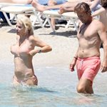 Paparazzi! Ελένη Μενεγάκη – Μάκης Παντζόπουλος: Πιο ερωτευμένοι από ποτέ σε παραλία της Μυκόνου