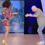Για την παρέα: Η τραγουδίστρια που είσεβαλε στο πλατό της εκπομπή και ξεσήκωσε το Νίκο Μουτσινά