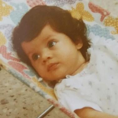 Πασίγνωστη Ελληνίδα ηθοποιός κάνει Flashback στην παιδική της ηλικία, περιμένοντας για πρώτη φορά τον πελαργό!