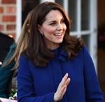 Η Kate Middleton έκανε την πρώτη δημόσια εμφάνισή της, ένα μήνα μετά τη γέννηση του πρίγκιπα Louis!