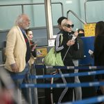Paparazzi! Αλέξανδρος Λυκουρέζος - Νατάσα Καλογρίδη: Στο αεροδρόμιο με casual look και... full in love!