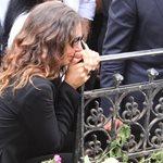 Κηδεία Ζωής Λάσκαρη: Η συγκλονιστική κίνηση της Μαρίας - Ελένης Λυκουρέζου μετά την εξόδιο ακολουθία
